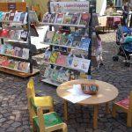 Kis asztalok a Kossuth téren