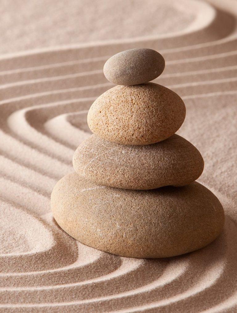 zen kőrakás homokban